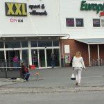 ノルウェーの町の入り口にあるオートパスが怖い